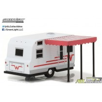 34030-C - 1-64 Hitched Homes Series 3 - 1965 Winnebago 216 Travel Traile.jpg (79.75 KB) ATLPASSIONDIECAST.COM