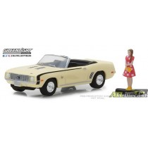 97040-B - 1-64 The Hobby Shop 4 - 1969 Chevrolet Camaro Convertible w Woman - Pkg (Front,High Res).jpg (103.05 KB)  97040-B - 1-