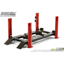 Four-Post Lift in Red with Dark Gray Ramps - Greenlight - 1:18 - 13592 atlpassiondiecast