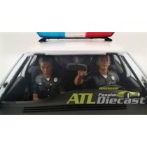 AMERICAN DIORAMA POLICE MAN IN CAR 1:24